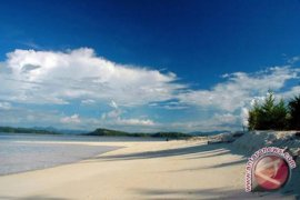 Pemkab Bersihkan Pulau Saronde Sambut Festival Boalemo