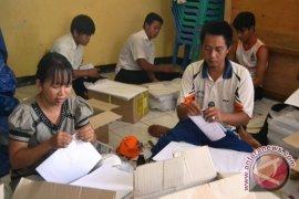 KPU Kota Bengkulu mulai lipat surat suara