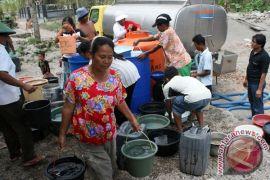 Air bersih dipasok BPBD Lebak ke Pesisir Selatan