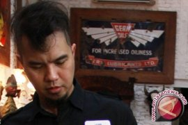 Ahmad Dhani tidak penuhi panggilan polisi
