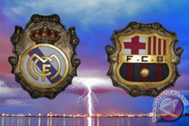 Messi cetak trigol, Barcelona menangi El Clasico