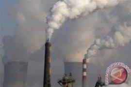 Dinas Lingkungan Hidup inspeksi industri dengan cerobong asap