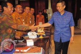 Gubernur Bali Kunjungi Warga Kurang Mampu Karangasem