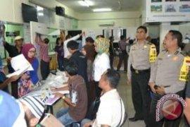 Pemilu - Polisi Amankan Penghitungan Ulang Dua TPS
