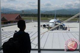 Landas pacu bandara di Palu rusak 400 meter