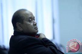 Pemerintah menilai Emir Moeis tidak berkedudukan hukum