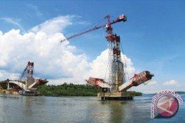 Darlis Pesimis Jembatan Pulau Balang  Rampung 2016