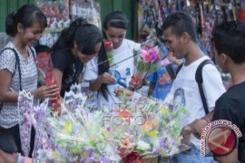 Pedagang bunga di Ambon panen jelang Hardiknas