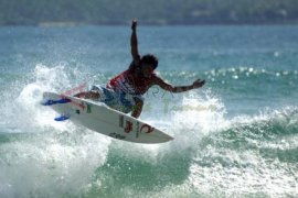 Banyuwangi Kembali Gelar Selancar Internasional Pantai Pulau Merah
