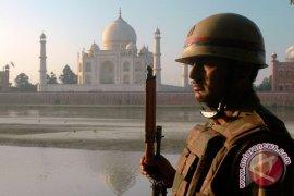 Turis hindari Taj Mahal akibat protes di India