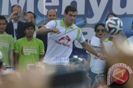Gareth Bale Dalam Indonesia Menyundul Bola