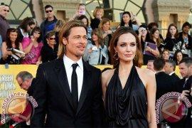 Brad Pitt Buka-Bukaan Soal Kejadian di Karpet Merah