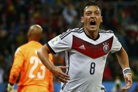 Ozil bersinar saat Arsenal permalukan PSG 5-1