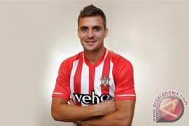 Gelandang Serbia Tadic tinggalkan Southampton gabung Ajax