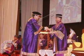 Chairul Tanjung Dapat Gelar Doktor Kehormatan di Malaysia