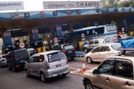 Ganjil-Genap Jakarta-Cikampek Optimalkan Transportasi Umum Massal