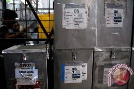KPU Jember mulai distribusikan kotak-bilik suara
