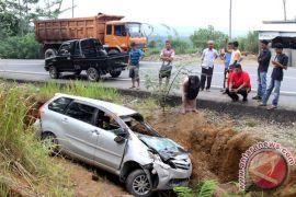 Dua orang tewas setelah mobil menabrak pembatas di Tol Ngawi-Wilangan