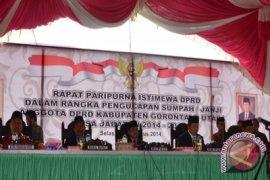 BERITA FOTO - Bupati-Wabup Hadiri Pelantikan Legislator Gorut