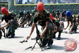TNI AL di lhokseumawe latihan bongkar-pasang senjata