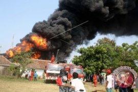 Pabrik pengolahan oli di Karawang hangus terbakar