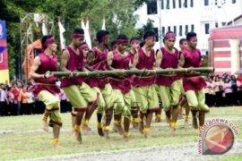 Tarian Bambu Gila Warnai HUT Kota Ambon