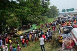 Polres Bogor pulihkan lalin pasca kecelakaan tol