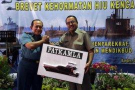 Rano Karno Serahkan Bantuan Kapal Patroli Untuk Lanal Banten
