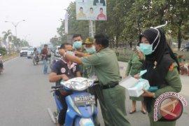 Dinkes Bangka Barat Bagikan 8.000 Lembar Masker