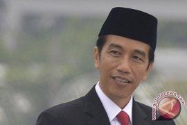 Jokowi: BBM naik tanyakan pada menteri ESDM