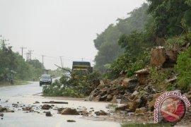 Longsor di Aceh Selatan Lumpuhkan Transportasi