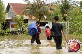 Korban Banjir di Aceh Selatan Krisis Air Bersih