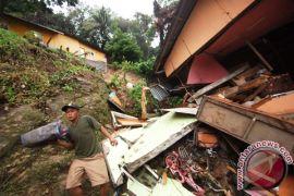 Longsor timbun rumah di Padang Pariaman