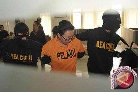 Warga Rusia Ditangkap Membawa Narkotika 2,1 Kilogram