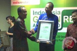 Wali Kota Singkawang Dapat Penghargaan Tata Kelola Lingkungan