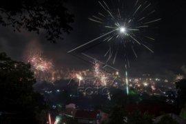 Kembang Api, Konvoi Warnai Natal di Ambon