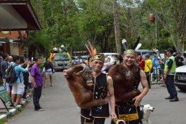 TSI Bogor gelar parade satwa sambut 2015