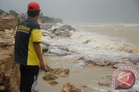 Abrasi pantai Aceh Barat meluas