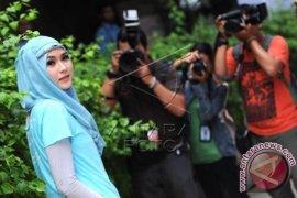 """Zaskia dan Hanung Deg-degan Garap Film """"Hijab"""""""