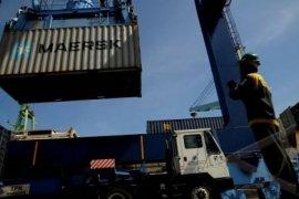 Kapal peti kemas tabrak container crane Pelabuhan Semarang