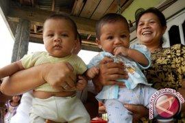 Bupati Gorontalo Wisuda 25 Balita Imunisasi Lengkap