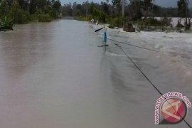 12 Jembatan Putus Diterjang Banjir Bandang
