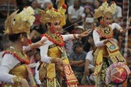 Disbud Buleleng Bangkitkan Kembali Kesenian Tradisional