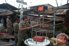 Satpol PP Pontianak Bongkar Bangunan Liar  Di Sepanjang Jalan Sultan Hamid II