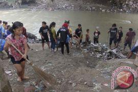 Relawan Magelang turun tangan bersihkan Kali Manggis