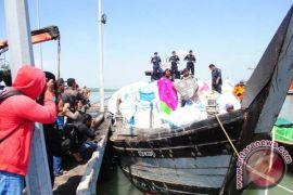 Kapal pakaian bekas impor ditangkap di perairan Sulawesi