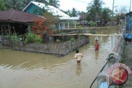 Korban banjir Bengkulu pertanyakan janji Cagub