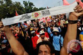 Nelayan demo di depan Istana saat Presiden lantik pejabat negara