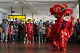 Barongsai Hibur Penumpang Bandara Soekarno - Hatta