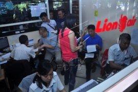 Loket Lion Air Dijadikan Tempat Menunggu Penumpang